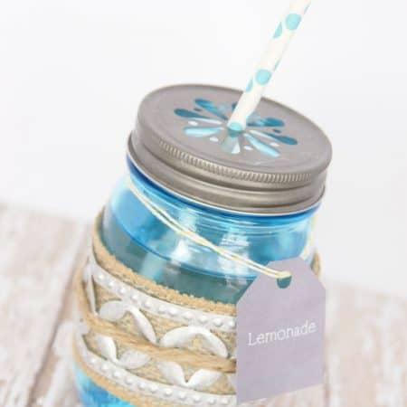How to Make a Vintage-Style Drink Holder with Ball Mason Jars + Free Printable Drink Label   #masonjar #springhoa #hoa #vintage #wedding #bbq #party #freeprintable #free