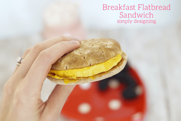 http://www.simplydesigning.net/wp-content/uploads/2015/01/Egg-and-Bacon-Flatbread-Breakfast-Sandwich-600x400.png