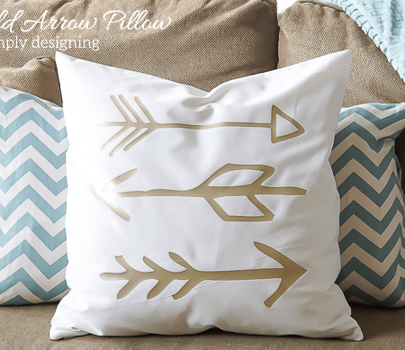 DIY Gold Arrow Pillows - I love these pillows