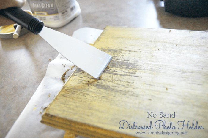 No-Sand Distressed Photo Holder #diy #crafts