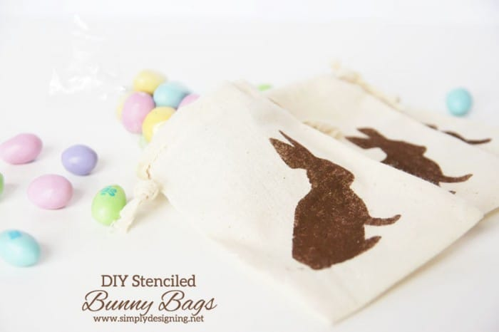 DIY Stenciled Bunny Bags | #easter #spring #stencil #silhoutte #vinyl #bunny