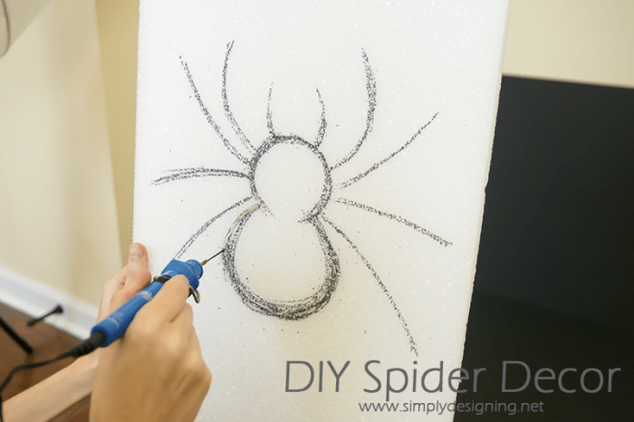 Cut out Spider from Foam | #halloween #halloweendecor #crafts #spider