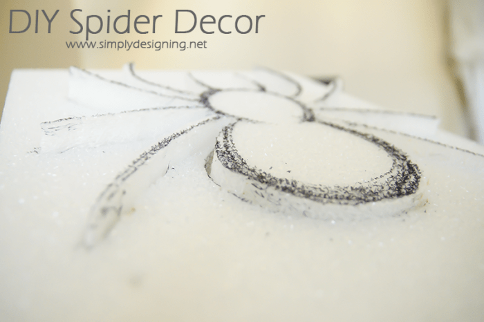 Remove Spider from Foam | #halloween #halloweendecor #crafts #spider