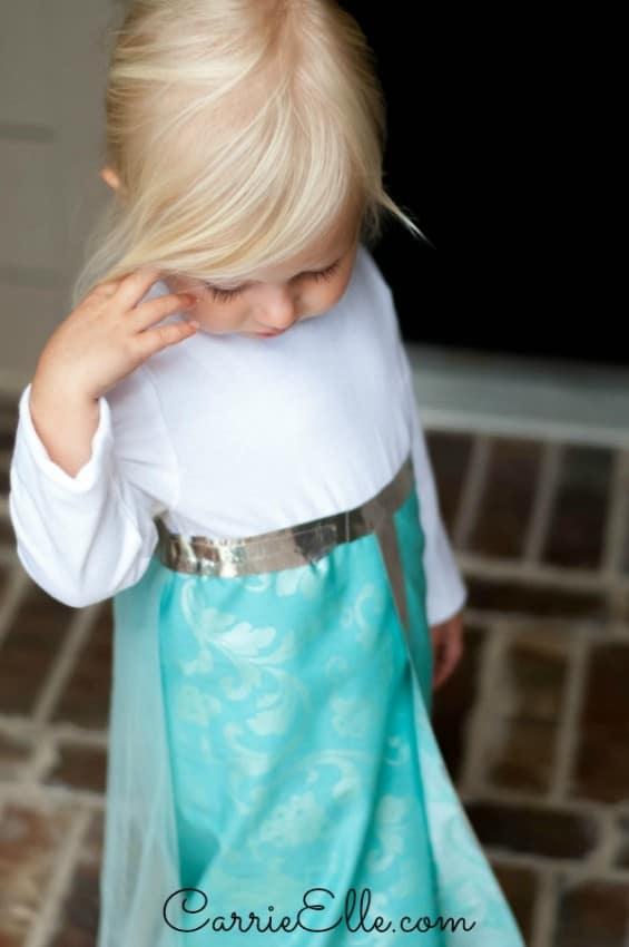 DIY-Elsa-Costume-1